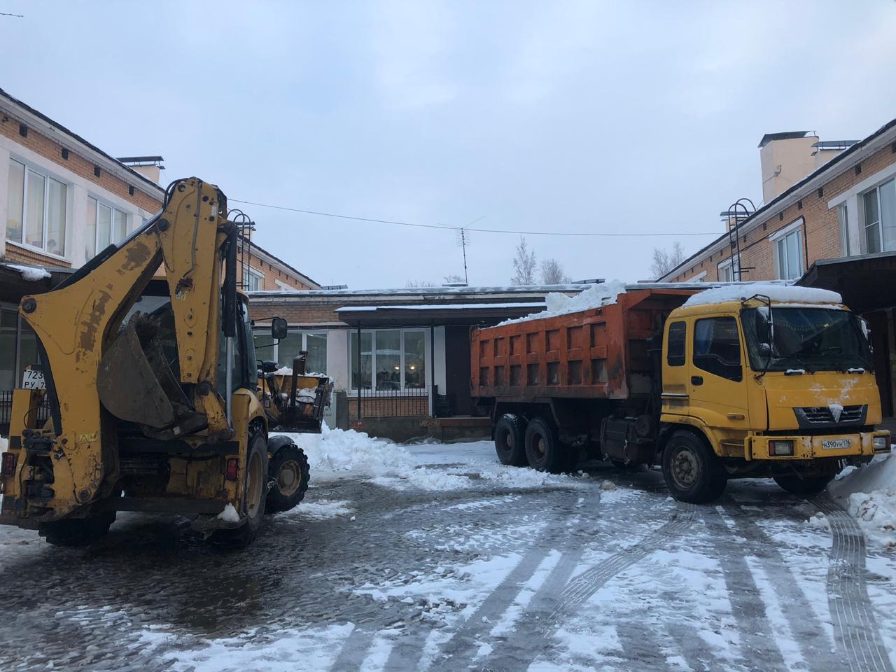 Олимп ТК выполнила уборку снега в СПб